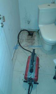 Tıkanan tuvalet tıkanıklığı açma